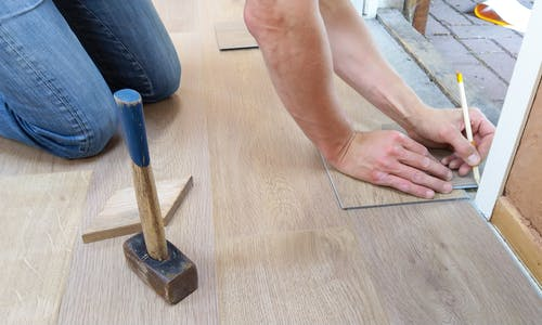 How to stick to a budget while renovating a house